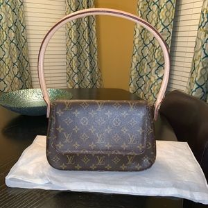 Louis Vuitton Looping Handbag